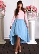 Приталенный фасон юбки очень стройнит.